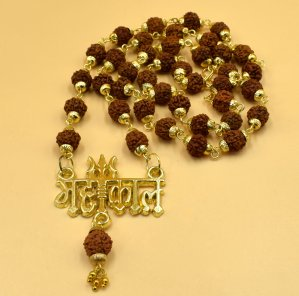 To get the benefit of Rudraksha, this is Mahakal Rudraksha Mala, which also has a pendant of Lord Mahakal in the same rosary.